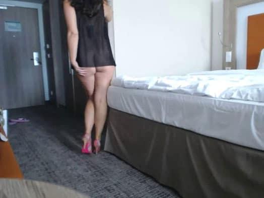 Geile amateur Sexcam Frau nackt vor der live Cam